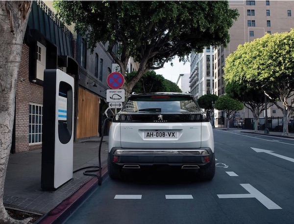 Peugeot 3008 electric SUV